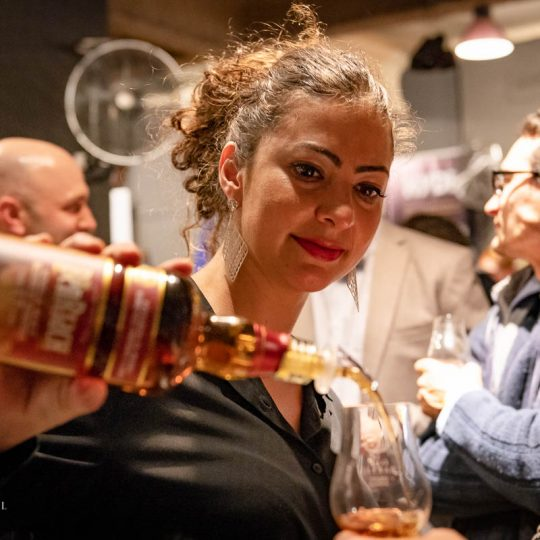http://www.whiskyfair.com.au/wp-content/uploads/2018/08/sydney-whisky-fair-2018-may-lawrence-32-540x540.jpg