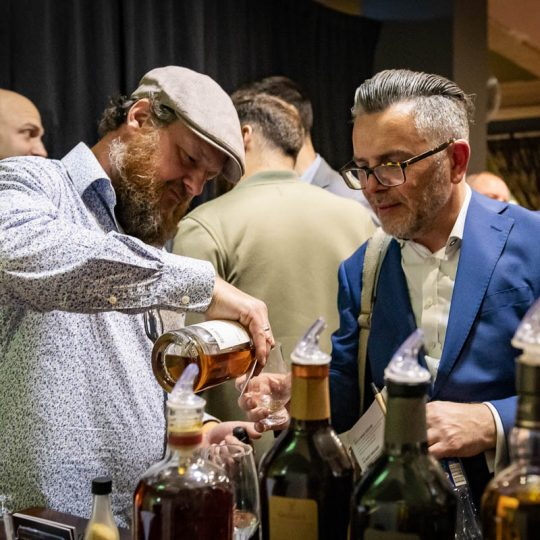 http://www.whiskyfair.com.au/wp-content/uploads/2018/08/sydney-whisky-fair-2018-may-lawrence-43-540x540.jpg